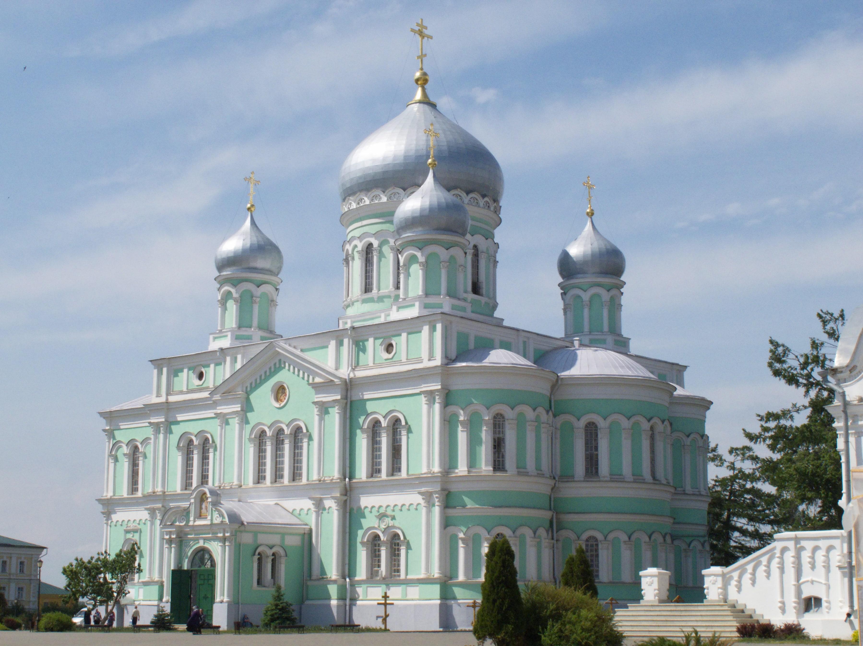 в каком храме в Дивеево находятся мощи Серафима Саровского