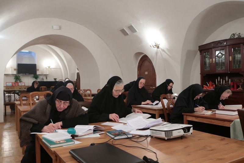 жизнь в женском монастыре