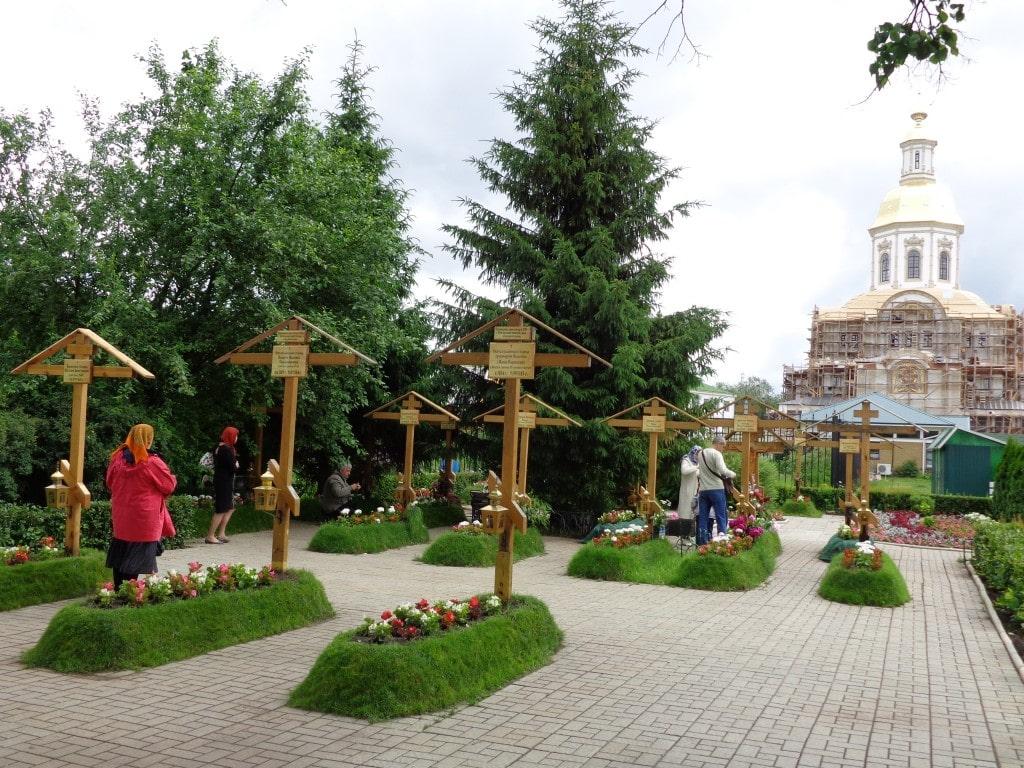 монастырское кладбище дивеево