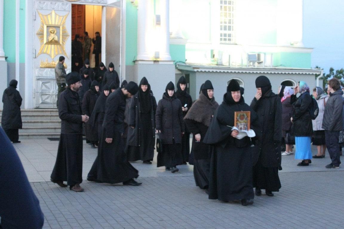 монахи в дивеево