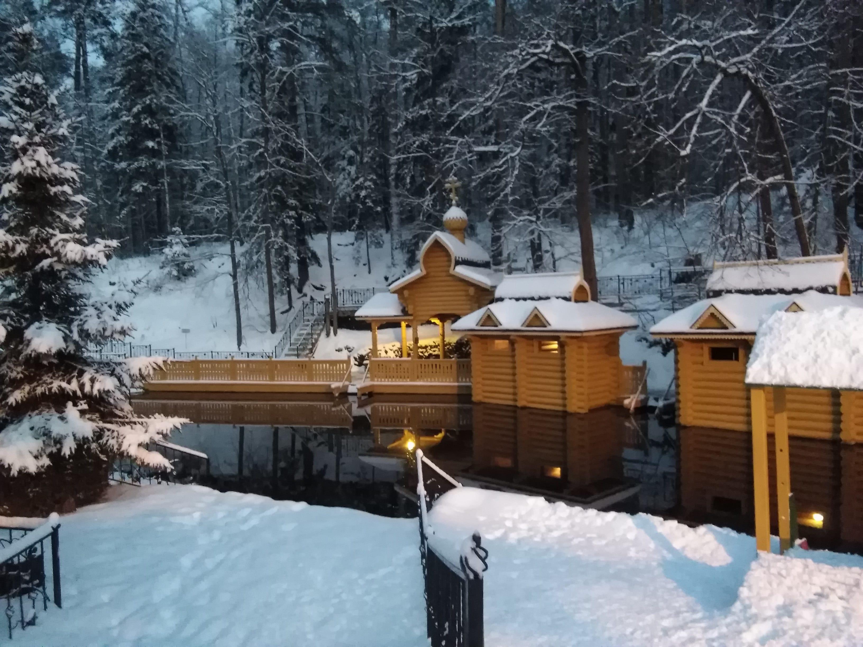 Источник Серафима Саровского зимой