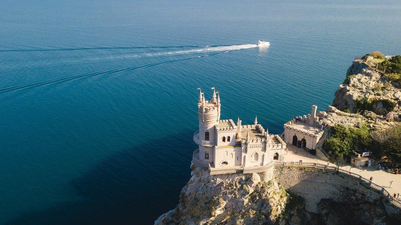 Самые необычные замки в России - Ласточкино гнездо