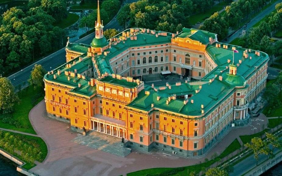 Дворцы и замки в России